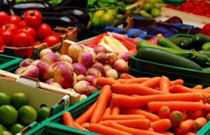 """""""المجمعات الاستهلاكية"""" تطرح 120 طن خضراوات ولحوم وسلع يوميا بأسعار مخفضة"""