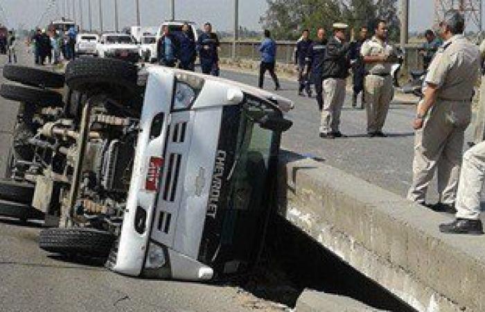 مصرع شخص وإصابة 4 فى حادث انقلاب سيارة على طريق سوهاج البحر الأحمر