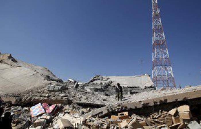 بالصور.. مقتل وإصابة 20 شخصا فى غارة جوية على العاصمة اليمنية