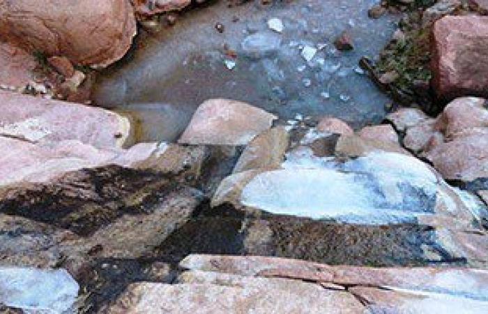 بالصور.. تجمد المياه بأودية سانت كاترين بسبب انخفاض درجات الحرارة