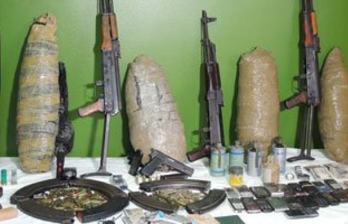 القبض على عاطلين بحوزتهما أسلحة نارية ومخدرات بمنطقة الخليفة