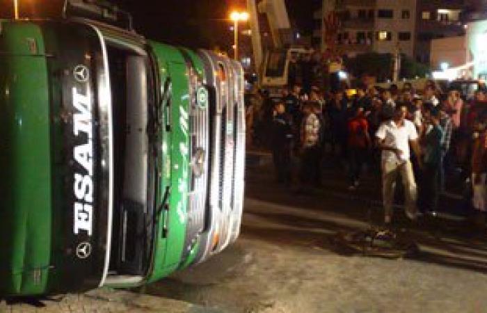 انقلاب شاحنة مواد بترولية بطريق الزعفرانة - رأس غارب وإصابة سائقها