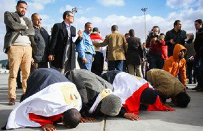 أهالى العائدين من ليبيا: القيادة المصرية أعادت لنا الحياة وسجدنا لله شكرا
