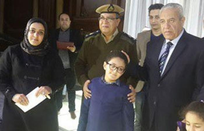 بالصور.. مدير أمن الدقهلية يكرم شهداء الشرطة وإغماء والد شهيد أثناء التكريم
