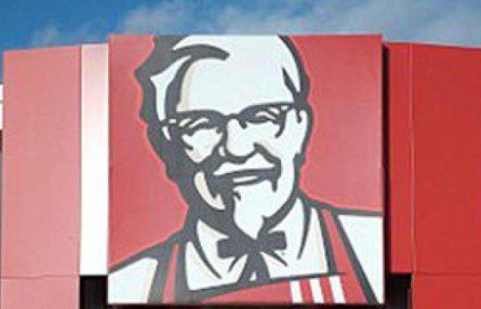 بالصور.. صيدلانية تعثر على أحشاء دجاج نيئة فى وجبة كنتاكى بإنجلترا