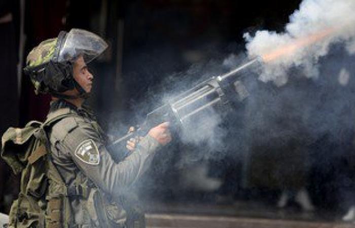 إصابة فلسطينيين بالاختناق خلال قمع الاحتلال لمسيرة بقرية غرب رام الله