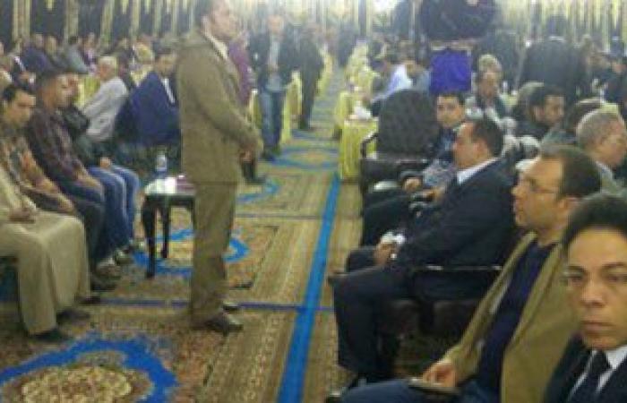 رئيس مباحث السويس يقدم العزاء لأسرة الشهيد مصطفى لطفى