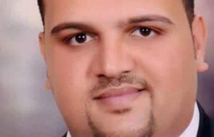 """وزير الزراعة يكرم موظفا تبرع بـ30 جنيها من راتبه مدى الحياة لـ""""تحيا مصر"""""""