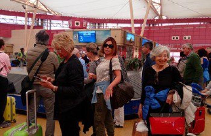 وصول 1413 سائحا على متن 17 رحلة دولية عبر مطار شرم الشيخ