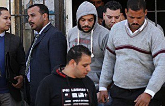 """وصول زوجة تيمور السبكى وأسرته المحكمة لحضور محاكمته بقضية """"سب سيدات مصر"""""""