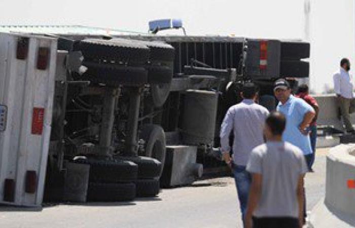 انقلاب سيارة وقود وتوقف حركة المرور بطريق مصر إسكندرية الزراعى بالقليوبية