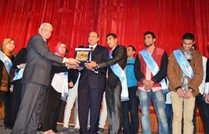بالصور..محافظ مطروح يشارك فى احتفالية تنصيب أول اتحاد طلاب للكليات