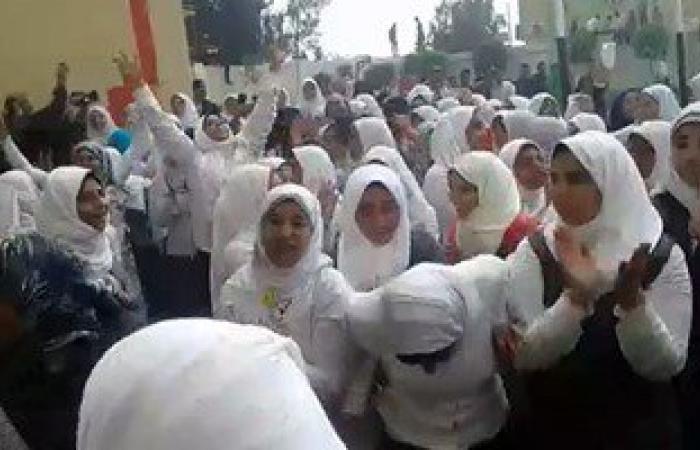 وقف مدير مدرسة ونقل 3 معلمين بسبب فيديو الرقص مع الطالبات فى كفر الشيخ