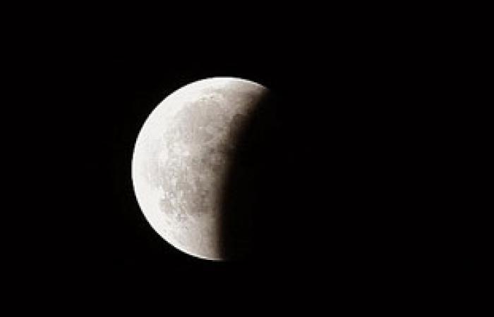 """العالم يشهد اليوم خسوفًا """"شِبْه ظلى"""" للقمر يستغرق 4 ساعات"""