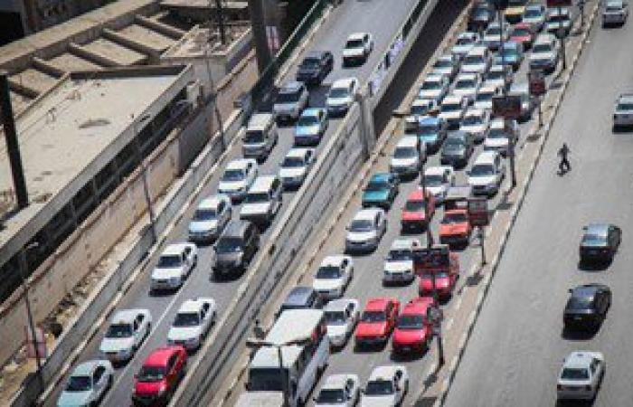 توقف حركة المرور أعلى كوبرى الطاهرة بمنطقة السواح بعد تعطل سيارة