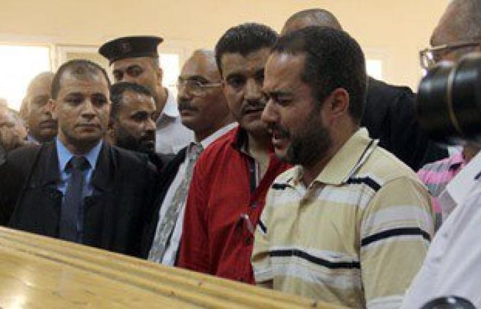 """أمين الشرطة المتهم بقتل بائع شاى بالرحاب أمام المحكمة:""""معرفش حد من الناس دى"""""""