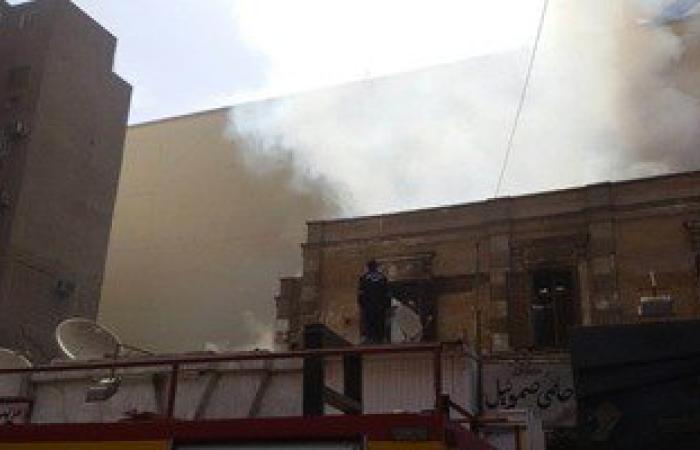 بالصور.. الحماية المدنية تحاول السيطرة على حريق فى فيلا ومحال تجارية بأسيوط