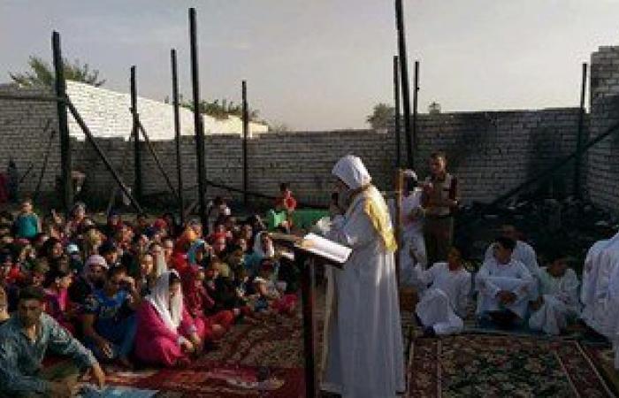 بالصور.. الأنبا مكاريوس يقيم القداس الإلهى بقرية الإسماعيلية البحرية بالمنيا