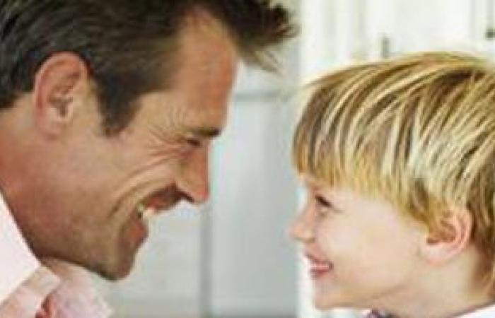 انزل لمستوى تفكيره.. نصائح نفسية علشان تكسب ثقة طفلك