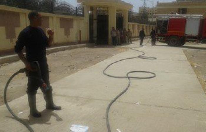 بالصور.. السيطرة على حريق بمخزن مدرسة فى كفر الشيخ