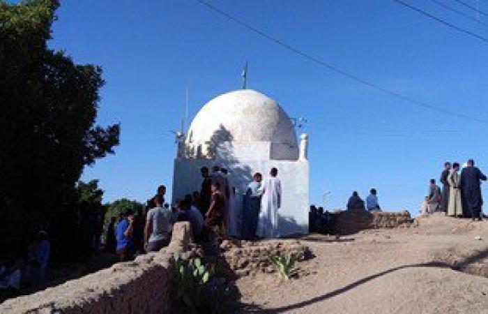 بالصور.. أبناء الأقصر يواصلون زيارة المقابر خلال عيد الفطر المبارك