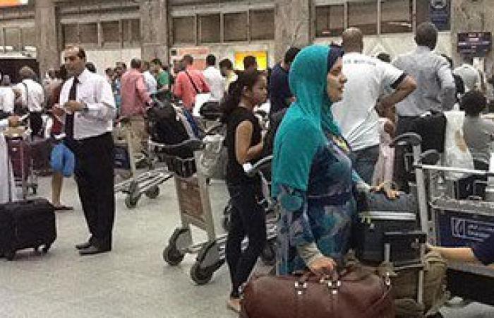 بالفيديو والصور.. استمرار أزمة تخلف الحقائب على الخطوط السعودية بمطار القاهرة