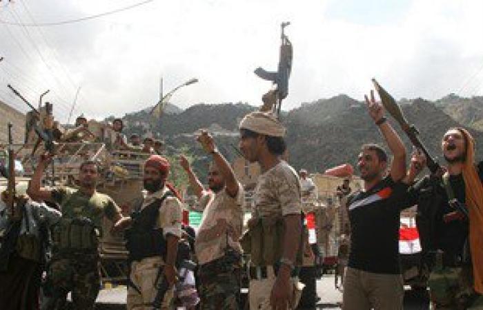 """أخبار اليمن..قوات الجيش والمقاومة اليمنية تسيطر على معسكر """"الصولبان"""""""