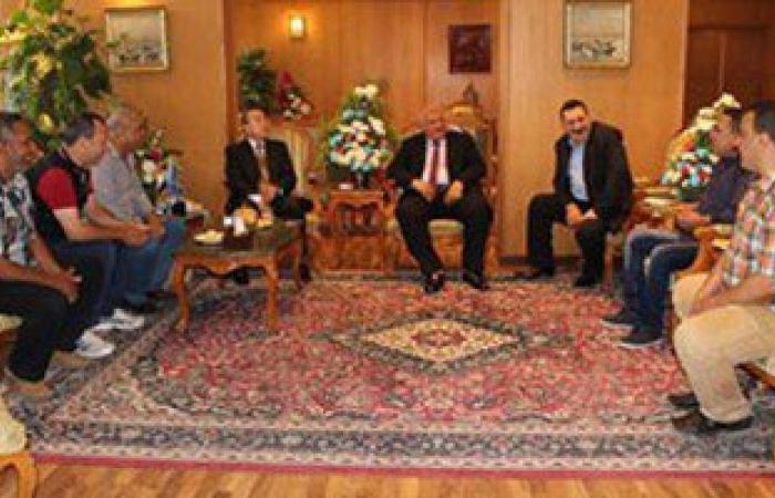 محافظ دمياط يستقبل وفد قرية الخياطة للتهنئة بعيد الفطر المبارك