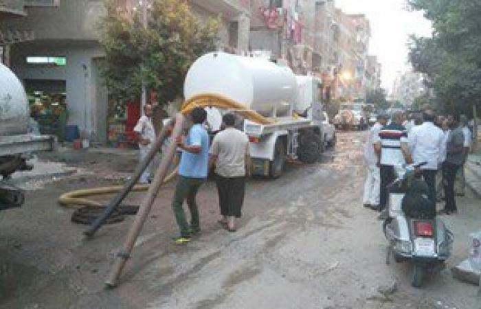 بالصور.. مياه الشرب بالإسماعيلية تواصل عملها لحل مشكلة طفح الصرف ببعض الشوارع
