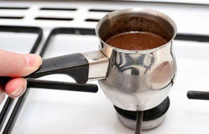 """انتبهوا.. شرب الشاى أو القهوة أكثر من 5 مرات يوميا """"إدمان"""""""