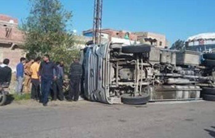 توقف حركة المرور بسبب انقلاب سيارة وحادث تصادم أعلى طريق إسكندرية الزراعى