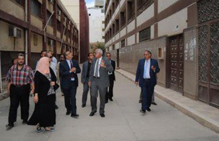 رئيس جامعة المنصورة يتفقد مبنى كلية الآداب القديم قبل نقل رياض الأطفال به