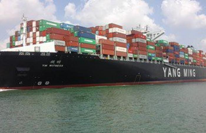 """""""مميش"""": 75 سفينة عبرت قناة السويس بحمولة 4.5 مليون طن خلال يومين"""