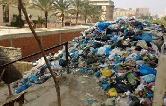 بالصور .. انتشار القمامة على قضبان السكة الحديد شرق الإسكندرية