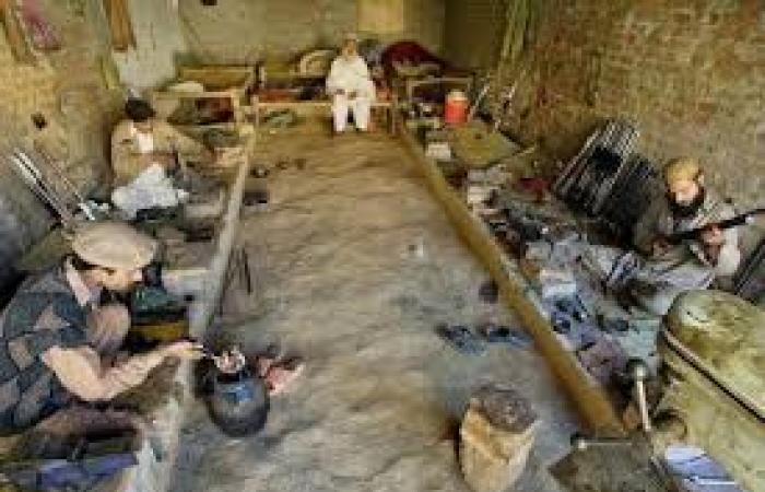 """""""دارا آدم خيل""""..قرية باكستانية جميع سكانها يصنعون الأسلحة النارية"""