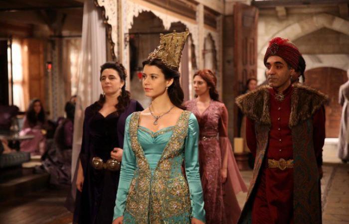 """بالصور: بيرين سات عادت إلى فريق مسلسل """"السلطانة كوسيم"""""""