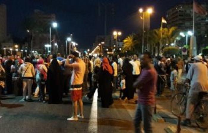 بالصور.. متظاهرو الإسكان ببورسعيد يغلقون شارع 23 يوليو