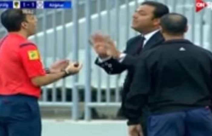 شاهد لحظة طرد ميدو من المدرجات بسبب اعتراضه على الحكم