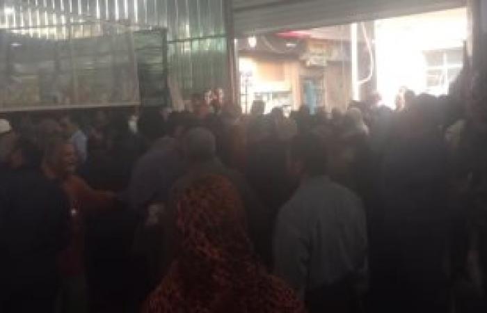 زحام شديد داخل معرض أسواق تحيا مصر بالمحلة لشراء السكر