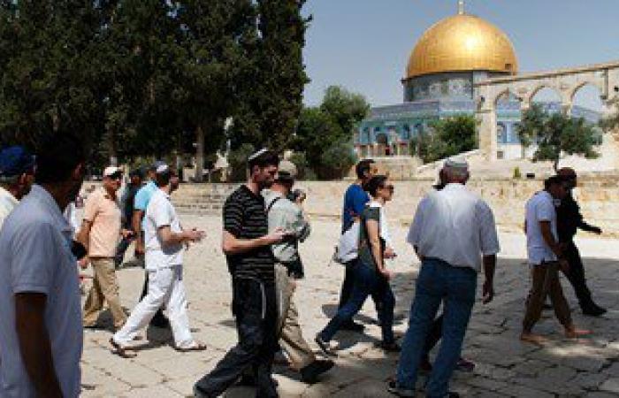مستوطنون يهود يدنسون المسجد الأقصى وسط حراسة مشددة