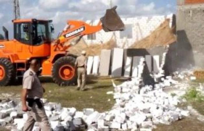 إزالة 16 حالة تعدى على الأراضى الزراعية بساحل سليم بأسيوط