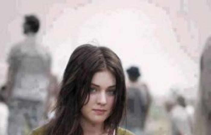 معركة على «فيس بوك» بين الشباب والفتيات بسبب صورة لفتاة روسية فقيرة