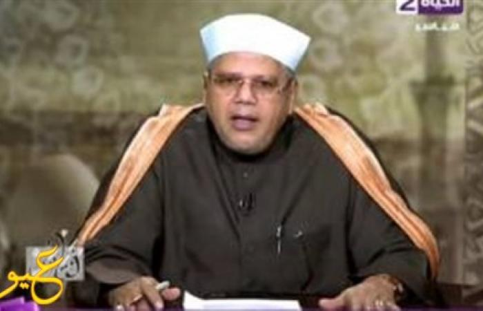 """بالفيديو : """"داعية"""" إسلامي """"يحذر"""" من """"النوم"""" وترك """"المذياع"""" يتلو القرآن ..."""