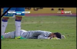 """لحظة طرد حسام حسن """"لاعب فريق سموحة"""" في الدقيقة 72 من المباراة أمام فريق الإسماعيلي"""