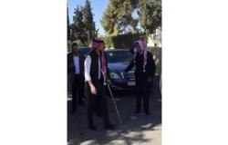 """سبب ظهور الأمير الحسين متكئا على """" عكاز """" في السلط"""