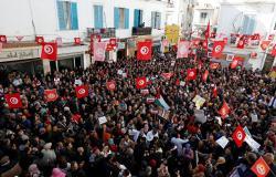 إضراب تونس يشل المرافق العامة