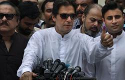 رئيس الوزراء الباكستاني يستقبل بن سلمان بطريقته الخاصة