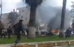 بالفيديو : مقتل 9 مدنيين في انفجار سيارتين مفخختين بإدلب السورية