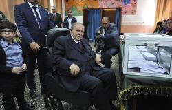 إعلام: الطائرة الرئاسية تعود إلى الجزائر دون بوتفليقة