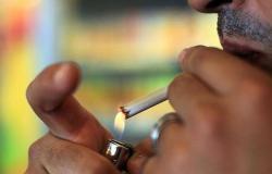 """بالأرقام.. كم ينفق المصريون على السجائر و""""المعسل""""؟"""
